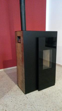 Rika Pelletofen Miro mit Dekorseitenverkleidung Rosteffekt metallic als Ausstellungsstück mit Brenndauer ca. 3 Monate abzugeben